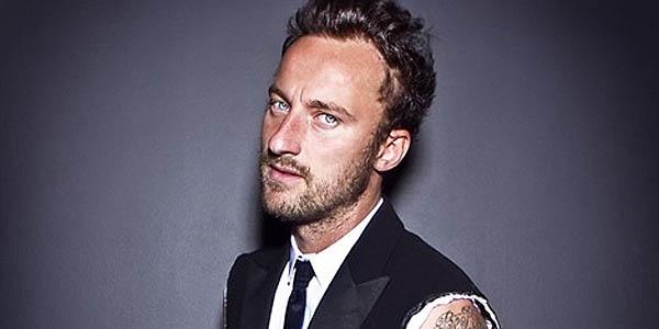 francesco-facchinetti-giacca-strappata-tatuaggio