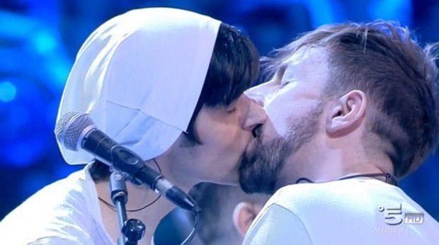 la-rua-bacio