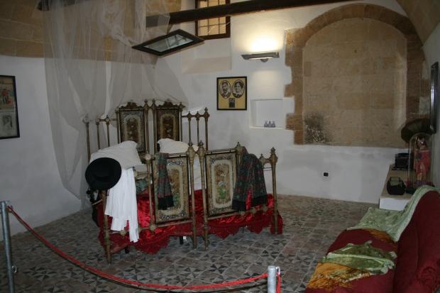 Museo Rodolfo Valentino (letto 1).jpg